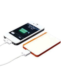 ug-051-slim-power-bank-charging