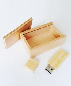 wooden-usb-box-opened